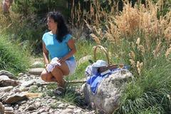 Une fille sur un pique-nique Photographie stock libre de droits