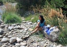 Une fille sur un pique-nique Image libre de droits