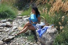 Une fille sur un pique-nique Photographie stock