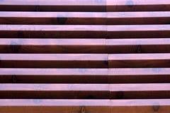 Une fin d'un banc en bois en parc photos libres de droits