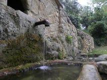 Une fontaine dans le herault, Languedoc, France photo stock