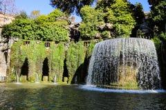 Une fontaine spectaculaire dans le ` Este de la villa d photographie stock