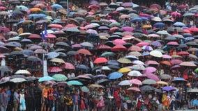 Une foule des personnes avec leurs parapluies pendant le festival de Bedeinkhlam chez Jowai Photos libres de droits