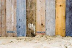 Une frontière de sécurité en bois de cru Photos stock
