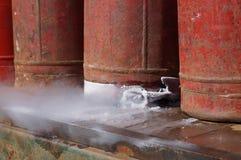Une fuite de gaz d'un ballon endommagé Image stock