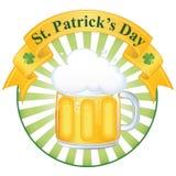 Une glace de bière fine pour le jour de rue Patrick Photo stock