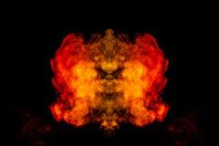 Une goutte de fum?e rouge et orange sous forme de profil onduleux au centre du cadre d?peignant la t?te d'un monstre ou photographie stock libre de droits