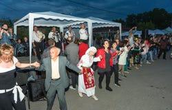 Une grande danse de nuit aux jeux de Nestinar dans le village de Bulgari, Bulgarie Photo libre de droits