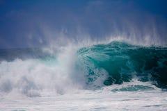 Une grande onde photos stock