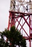 Une grande tour hertzienne de radiodiffusion Image libre de droits