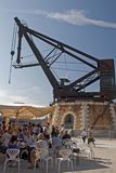 Une grue historique dans des docks d'Arsenale Venise, Italie images libres de droits