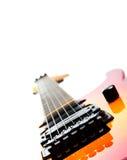 Une guitare électrique de six chaînes de caractères d'isolement sur un blanc Image libre de droits