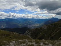 Une haute montagne étonnante près des dolomites Photographie stock