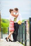 Une histoire d'amour Un homme et couple de femme un beau près de l'eau Photo stock
