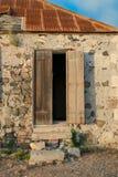 Une hutte abandonnée sur le fort Amsterdam, Sint Maarten Image libre de droits