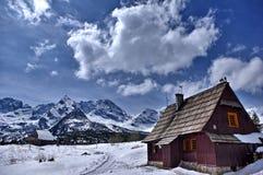 Une hutte dans les montagnes Photographie stock