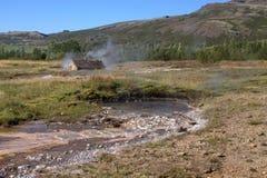 Une hutte et un Hot Springs en Islande Photographie stock libre de droits