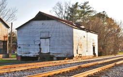 Une hutte solitaire dans le Railyard photo stock
