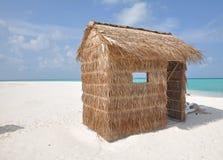 Une hutte sur une île tropicale Photo libre de droits