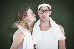 Une image composée de hippie geeky embrassant son ami Photos stock