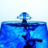 Une image créée utilisant l'art liquide de baisse Photographie stock