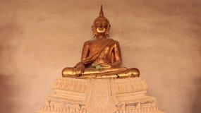 Une image d'or de Buddhas sur le banc de stuc Image libre de droits