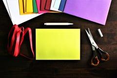 Une image d'une enveloppe, bureau image stock