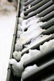 Une image d'une gouttière avec la neige photo libre de droits