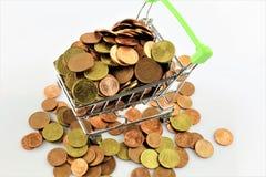 Une image d'un caddie avec des pièces de monnaie Images libres de droits