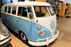Une image d'un logo de VW - Bielefeld/Allemagne - 07/23/2017 images libres de droits