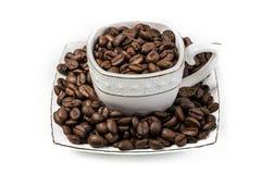 Une image d'une tasse a rempli de grains de café photographie stock