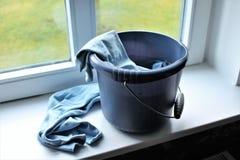 Une image de concept de nettoyer une fenêtre photos stock