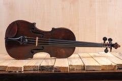 Une image de violon sur le fond blanc Photo libre de droits