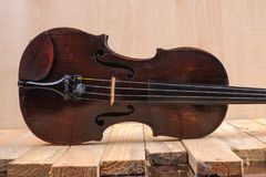 Une image de violon sur le fond blanc Photos stock