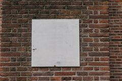 Une image sur le fond rouge industriel grunge de mur de briques ? Kiev, Ukraine image stock