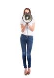 Une jeune et attirante femme caucasienne criant sur le mégaphone Photos libres de droits