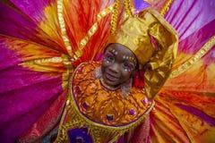 Une jeune femme en mascarade de Trinidad Carnival Image stock
