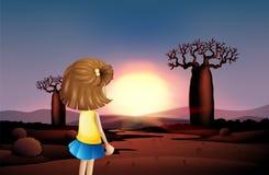 Une jeune fille observant le coucher du soleil au désert illustration libre de droits