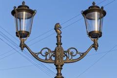 Une lanterne sur la rue de Malaya Konyushennaya image libre de droits