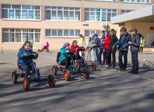 Une leçon sur les règles de la route dans l'école secondaire Photographie stock libre de droits