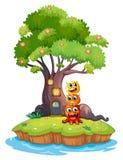 Une île avec trois monstres sous l'arbre géant Photographie stock libre de droits