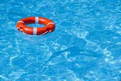 Une ligne de sauvetage dans la piscine 1 Photographie stock