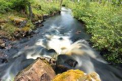 Une longue exposition d'un fleuve Photo stock