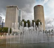 Une longue exposition utilisant un filtre de gradient montre une photo des gratte-ciel de Tampa photos stock