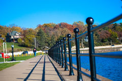 Une longue porte le long du fleuve Mississippi Photographie stock libre de droits