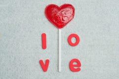 Une lucette de forme de coeur avec l'amour de mot Images libres de droits