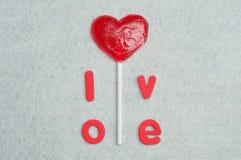 Une lucette de forme de coeur avec l'amour de mot Photo libre de droits