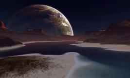 Une lune étrangère se lève à l'horizon Image stock