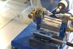 Une machine pour la production des perles et des bracelets Photos libres de droits