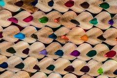 Une macro fin de crayon coloré a affilé des points dans un orderl photo libre de droits